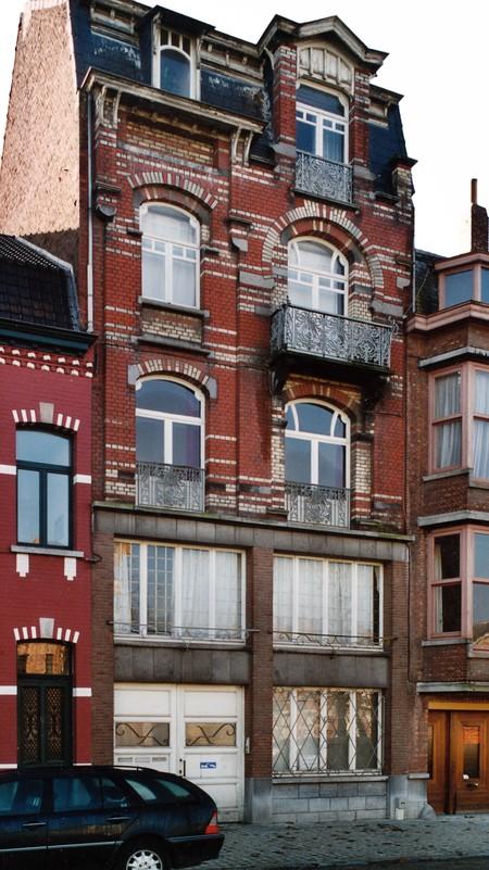 Avenue des Frères Haeghe 25, Tournai (© APEB, photo 2002).