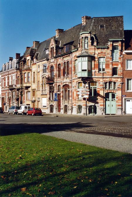 Avenue Van Cutsem 27 à 29 et rue des Volontaires 1, Tournai (© APEB, photo 2002).
