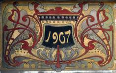 Rue de la Consolation 67, Schaerbeek, sgraffite avec date au-dessus de l'entrée (© SPRB-BDU, photo APEB 2012).