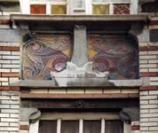 Rue de l'Abdication 4, Bruxelles Extension Est, travée d'entrée, vitrail d'allège (© SPRB-BDU, photo APEB 2002).