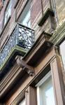 Chaussée de Louvain 332-334, Bruxelles Extension Est, détail de l'entablement du rez-de-chaussée et du balcon du premier étage (© APEB, photo 2015).