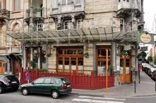 Avenue Louis Bertrand 63-65, Schaerbeek, rez-de-chaussée commercial et sa marquise ; à gauche, entrée des appartements (© APEB, photo 2012).