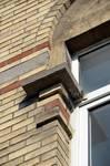 Avenue Louis Bertrand 92, Schaerbeek, travée d'entrée, première fenêtre (© APEB, photo 2014).