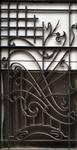 Rue Waelhem 48, Schaerbeek, porte, grille droite, proposition de remise dans le bon sens du panneau inférieur (© APEB, photo 2016).