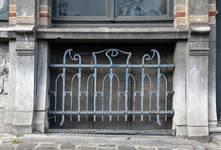 Boulevard Clovis 85-87, Bruxelles Extension Est, partie gauche, deuxième travée, fenêtre du demi sous-sol (© APEB, photo 2016).
