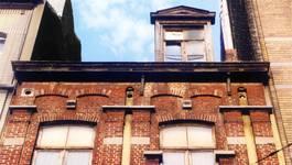 Chaussée de Haecht 384, Schaerbeek, entablement (© APEB, photo 2002).