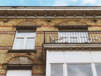 Avenue Chazal 17a-21, Schaerbeek, étages supérieurs, sgraffites (© APEB, photo 2000).