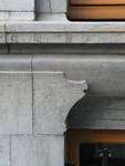 Rue Joseph II 148, Bruxelles Extension Est, soubassement, travée centrale (© APEB, photo 2005).
