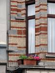 Rue des Coteaux 53-55 et 57-59, Schaerbeek, oriel, premier étage, angle gauche (© APEB, photo 2014).