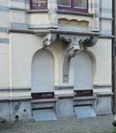 Rue Washington 127, Ixelles, fenêtres du rez-de-chaussée (© APEB, photo 2016).