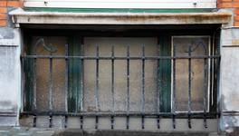 Rue des Éburons 31, Bruxelles Extension Est, fenêtre du demi sous-sol (© APEB, photo 2015).