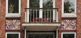 Avenue des Azalées 8-9, Schaerbeek, façade principale, deuxième étage, travées centrales (© SPRB-BDU, photo APEB 2012).