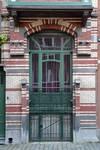 Rue de l'Abdication 4, Bruxelles Extension Est, fenêtres du demi sous-sol et du rez-de-chaussée (© APEB, photo 2015).