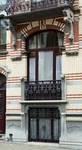 Rue Van Campenhout 51, Bruxelles Extension Est, fenêtres du demi sous-sol et du rez-de-chaussée (© APEB, photo 2015).