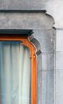 Rue Joseph II 148, Bruxelles Extension Est, rez-de-chaussée, fenêtre droite (© APEB, photo 2005).