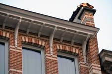 Chaussée de Wavre 580-582, Etterbeek, corniche de la façade principale (© APEB, photo 2016).