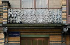 Rue Peter Benoit 2-4 et chaussée de Wavre 517-519, Etterbeek, troisième étage, terrasse sur l'oriel côté rue (© APEB, photo 2016).