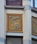 Rue Washington 127, Ixelles, deuxième étage, pan gauche de l'oriel, sgraffite (© APEB, photo 2016).