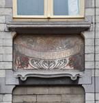 Rue Souveraine 52, Ixelles, premier étage, travée d'entrée, sgraffite (© APEB, photo 2016).