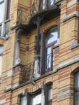 Louis Bertrandlaan 53-61, Schaarbeek, tweede verdieping aan de Bertrandlaan, laatste travee, terras (© APEB, foto 2005).
