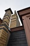 Rue Peter Benoit 2-4 et chaussée de Wavre 517-519, Etterbeek, côté chaussée, pinacle et souche de cheminée entre les deux premières travées (© APEB, photo 2016).