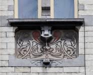 Rue Souveraine 52, Ixelles, second étage, travée d'entrée, sgraffite (© APEB, photo 2016).