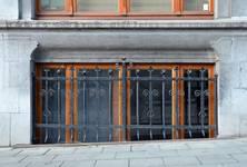 Rue Joseph II 150, Bruxelles Extension Est, fenêtre du demi sous-sol (© APEB, photo 2015).