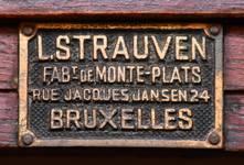Rue des Aduatiques 9, Etterbeek, demi sous-sol, plaque du monte-plats (© APEB, photo 2016).