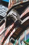 Avenue Van Cutsem 27, Tournai, lucarne passante, console du balconnet (© APEB, photo 2002).