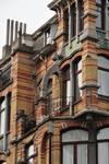Louis Bertrandlaan 53-61, Schaarbeek, bovenste bouwlagen op de hoek van de Josaphatstraat (© APEB, foto 2012).