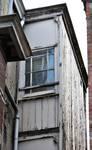Rue Victor Lefèvre 61 et rue de Linthout 88, Schaerbeek, face latérale, oriel des WC, mansardes (© APEB, photo 2011).