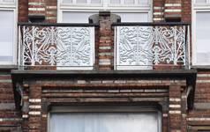 Leuvensesteenweg 231, Sint-Joost-ten-Node, derde verdieping, terras van de erker (© APEB, foto 2016).