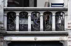 Boulevard Clovis 85-87, Bruxelles Extension Est, partie droite, premier étage, garde-corps de la loggia (© APEB, photo 2016).