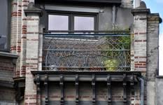 Boulevard Clovis 85-87, Bruxelles Extension Est, partie droite, troisième étage, garde-corps de la terrasse (© APEB, photo 2016).