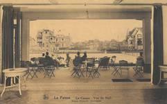 Duinkerkelaan 33, De Panne, Villa 'Chantecler', links op de achtergrond, vanuit het interieur van het voormalige casino uit 1922 (© Verzameling postkaarten, Yves Dumont - ARCHYVES)