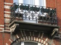 Chaussée de Louvain 237-239, Saint-Josse-ten-Noode, deuxième étage, balcon (© APEB, photo 2000).