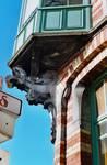 Rue des Volontaires 1, Tournai, encorbellement de la logette (© APEB, photo 2002).
