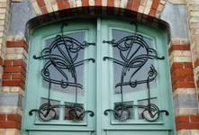 Rue des Volontaires 1, Tournai, porte, jour grillé (© APEB, photo 2002).