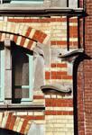 Rue des Volontaires 1, Tournai, travée d'entrée, baie du premier repos de l'escalier (© APEB, photo 2002).