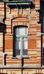 Rue des Volontaires 1, Tournai, étage, fenêtre gauche côté rue (© APEB, photo 2002).