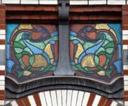 Avenue Paul Dejaer 9, Saint-Gilles, troisième étage, vitrail (© APEB, photo 2016).